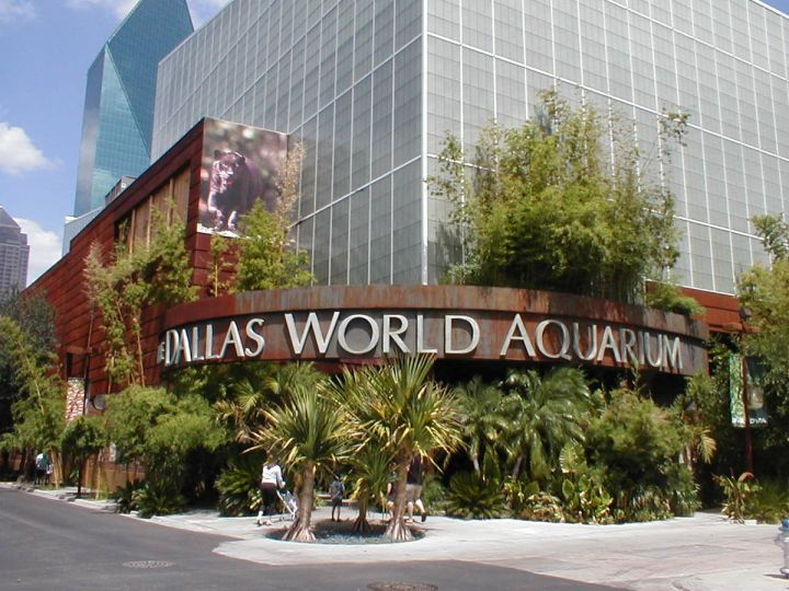 1200px-Dallas_World_Aquarium_Entrance